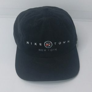 *NIKE TOWN NEW YORK - Black Strapback Adjus